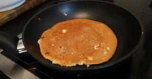 Magerquark Pancakes in der Pfanne